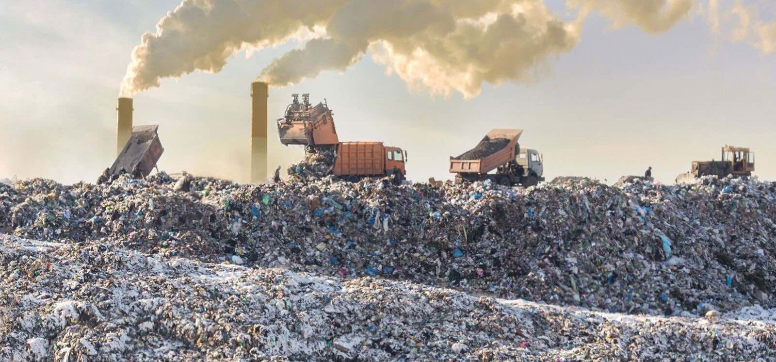 """<h4>ZERO WASTE</h4><p>The U.S. produces an immense amount of waste and the vast majority is sent to landfills, incinerators, or the natural environment. We've won numerous state and local plastic bans, and now we're calling on Congress and the Biden administration to stem the tide of single-use plastic waste nationwide.</p><div><a class=""""slideshowButton"""" href=""""#wasteAnchor"""">LEARN MORE</a></div><em>DGL Images via Shutterstock, Matel Kastelic via Shutterstock, pixabay.com, staff.</em>"""